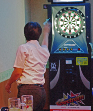 110803_tohru_darts_w45