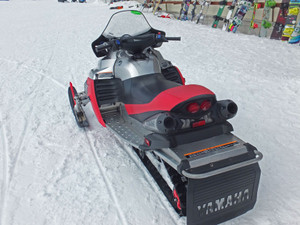 1301_yamaha_snowmobile